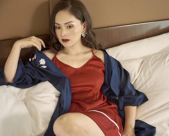 Không kém chị nhường em, Lan Phương chính thức nhập hội mĩ nữ yêu kiều trong phòng tắm-2