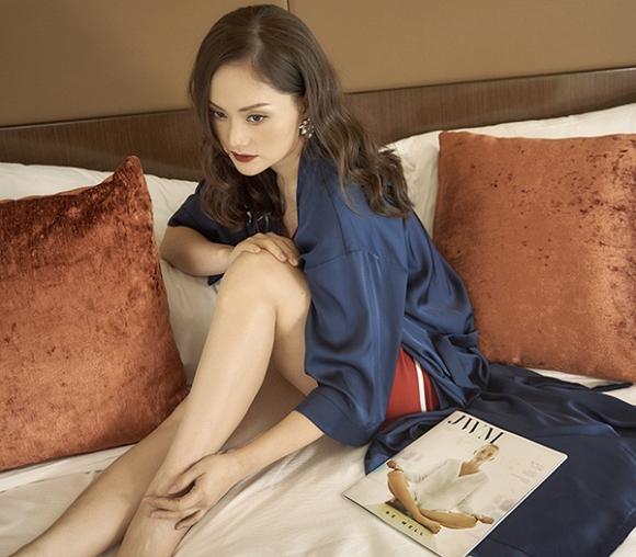 Không kém chị nhường em, Lan Phương chính thức nhập hội mĩ nữ yêu kiều trong phòng tắm-6