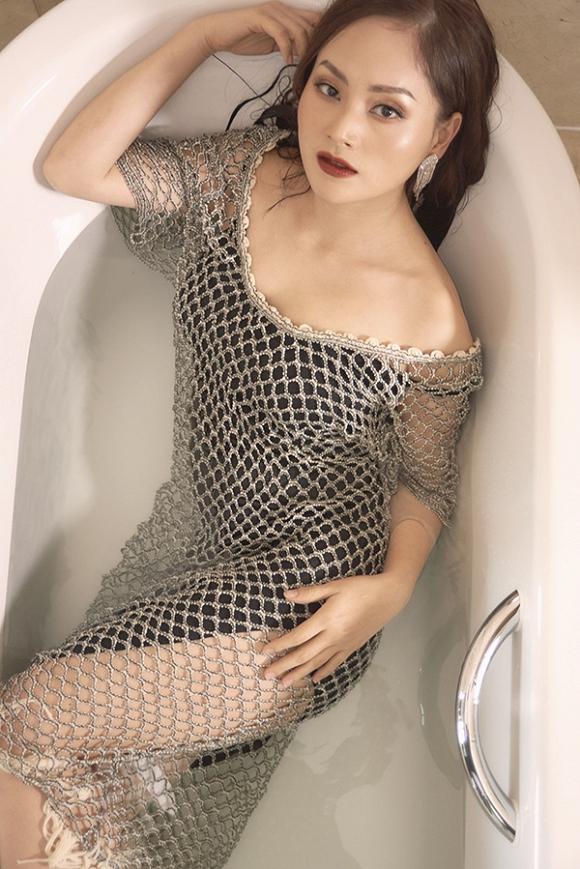 Không kém chị nhường em, Lan Phương chính thức nhập hội mĩ nữ yêu kiều trong phòng tắm-16