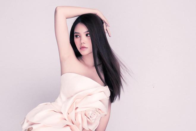 Chân dung Hoa hậu Việt lộ ảnh thân mật với cầu thủ ngoại hạng Anh nổi tiếng giá 450 tỷ-11
