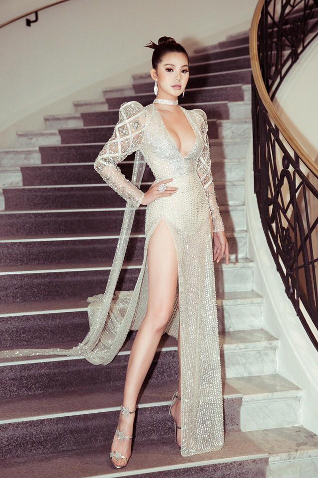 Chân dung Hoa hậu Việt lộ ảnh thân mật với cầu thủ ngoại hạng Anh nổi tiếng giá 450 tỷ-7