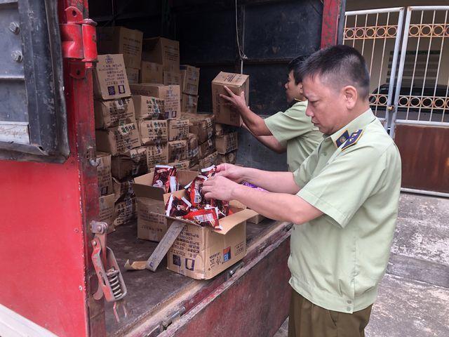 Thu giữ 8.000 que kem Trung Quốc, lộ đường dây nhập kem siêu rẻ-1