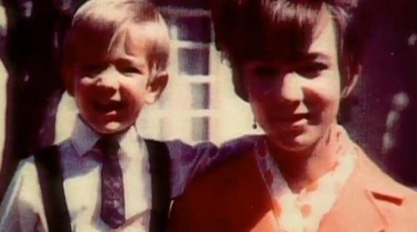 Tuổi thơ khốn khó của tỷ phú Amazon với người mẹ có nghị lực phi thường: 18 tuổi làm mẹ đơn thân, ngày ngày vẫn đem con đến lớp học-2