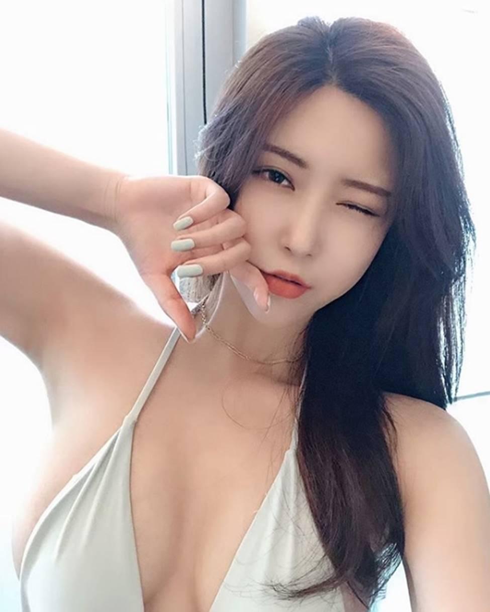 2 cô gái Hàn có mặt và dáng sexy rất đỗi đàn bà khiến mày râu chết lên chết xuống-1