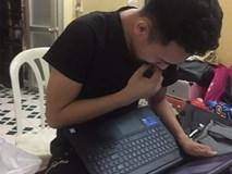 Đăng ảnh ngồi đắn đo xem điểm thi cuối kỳ, nam sinh viên nhận được sự đồng cảm của hàng loạt dân mạng