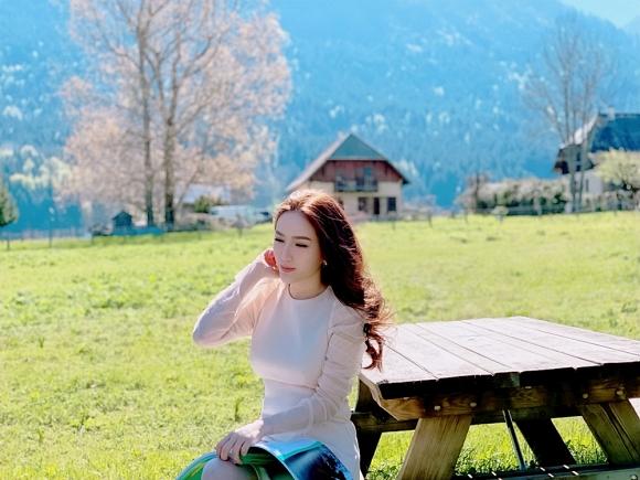 Bảo Thy ngồi viết thư tay giữa làng quê châu Âu tuyệt đẹp-8