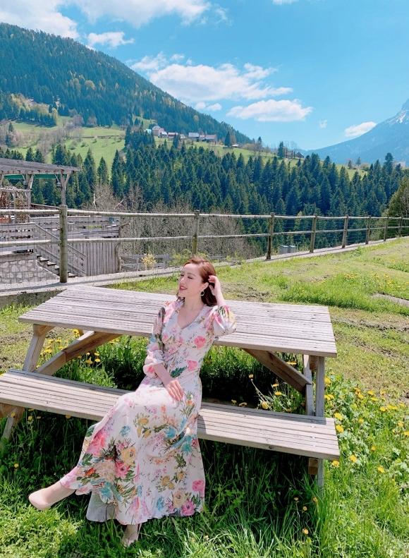 Bảo Thy ngồi viết thư tay giữa làng quê châu Âu tuyệt đẹp-14