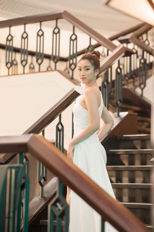Hoa hậu Đỗ Mỹ Linh tái xuất gợi cảm sau thời gian ở ẩn-4