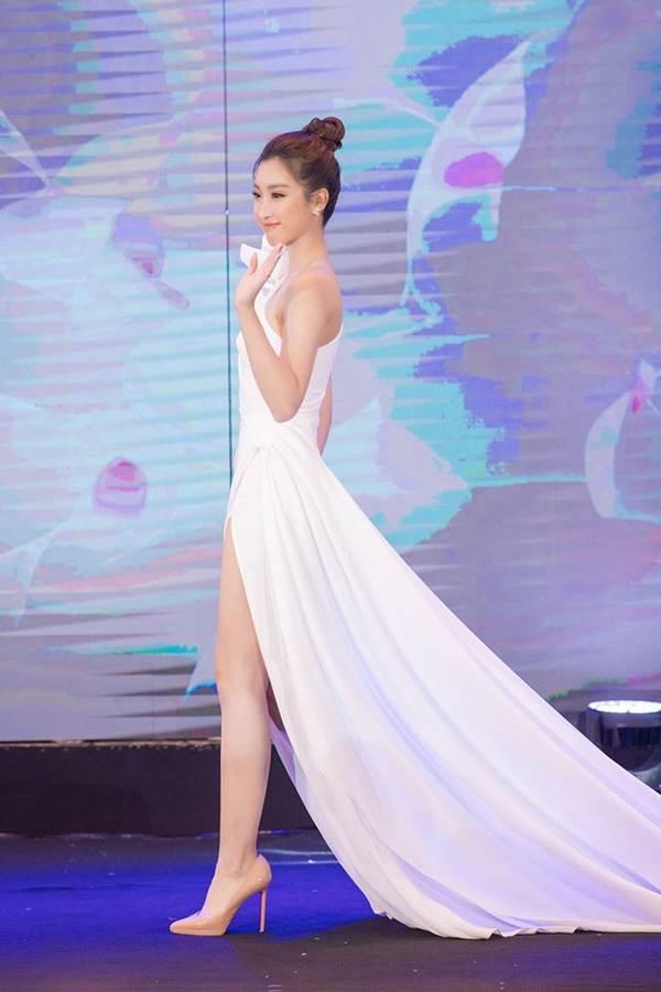 Hoa hậu Đỗ Mỹ Linh tái xuất gợi cảm sau thời gian ở ẩn-5