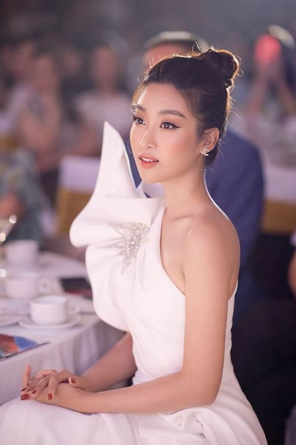 Hoa hậu Đỗ Mỹ Linh tái xuất gợi cảm sau thời gian ở ẩn-6