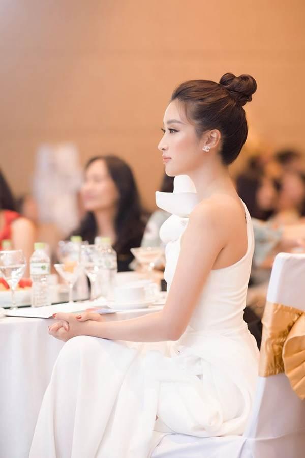 Hoa hậu Đỗ Mỹ Linh tái xuất gợi cảm sau thời gian ở ẩn-8