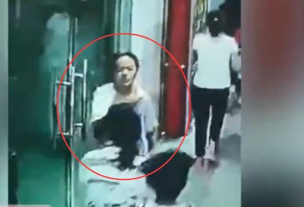 Hình ảnh nữ sinh 13 tuổi dũng cảm ngược dòng người để sơ tán các bạn trong trận động đất ở Trung Quốc gây bão MXH-1