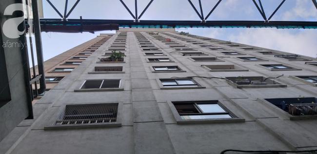 Bé gái 6 tuổi rơi từ tầng 14 chung cư xuống mái tôn lúc mẹ vắng nhà đã tử vong-3