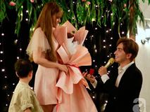 Thu Thủy bất ngờ được bạn trai kém chục tuổi quỳ gối cầu hôn trong bữa tiệc thân mật