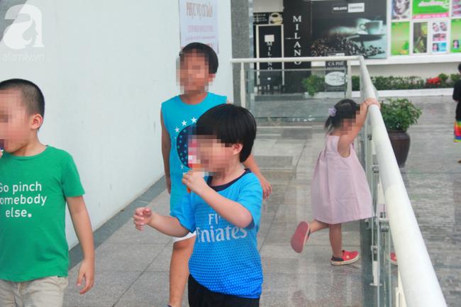 Hiểm họa chết người rình rập trẻ em sau những ban công chung cư ở Sài Gòn-7
