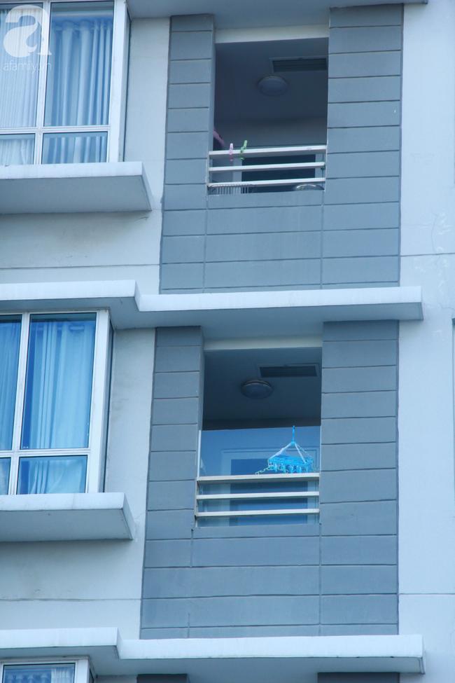 Hiểm họa chết người rình rập trẻ em sau những ban công chung cư ở Sài Gòn-4