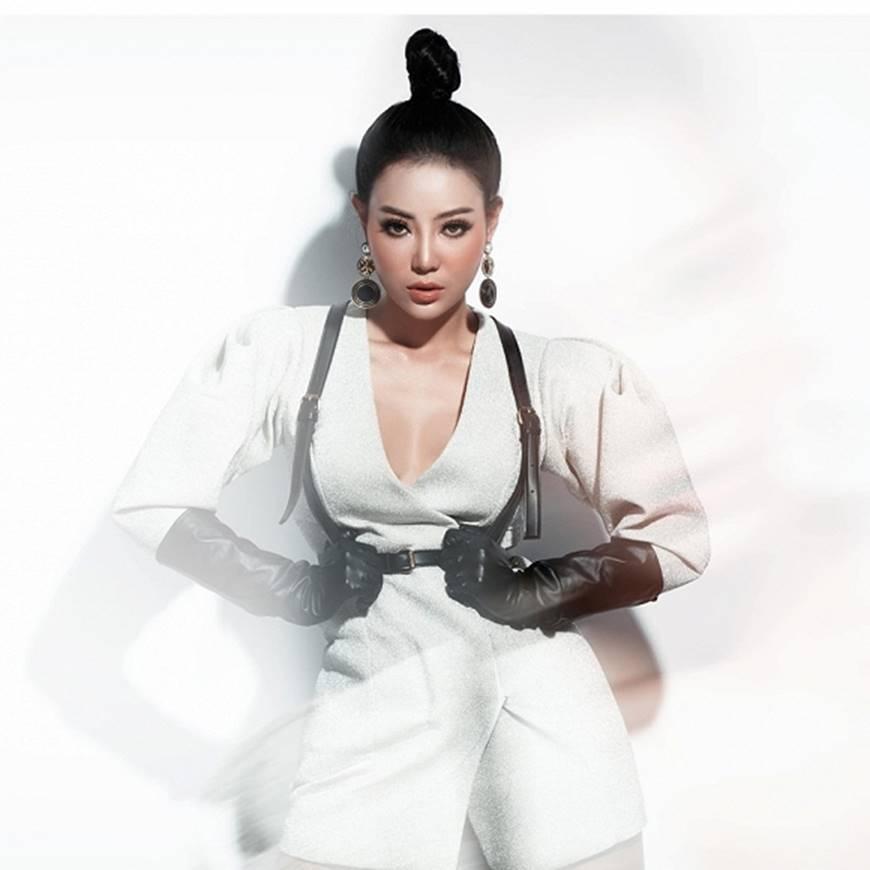 Thanh Hương lạ mắt khi chuyển đổi phong cách sang cô nàng cá tính, nổi loạn-4