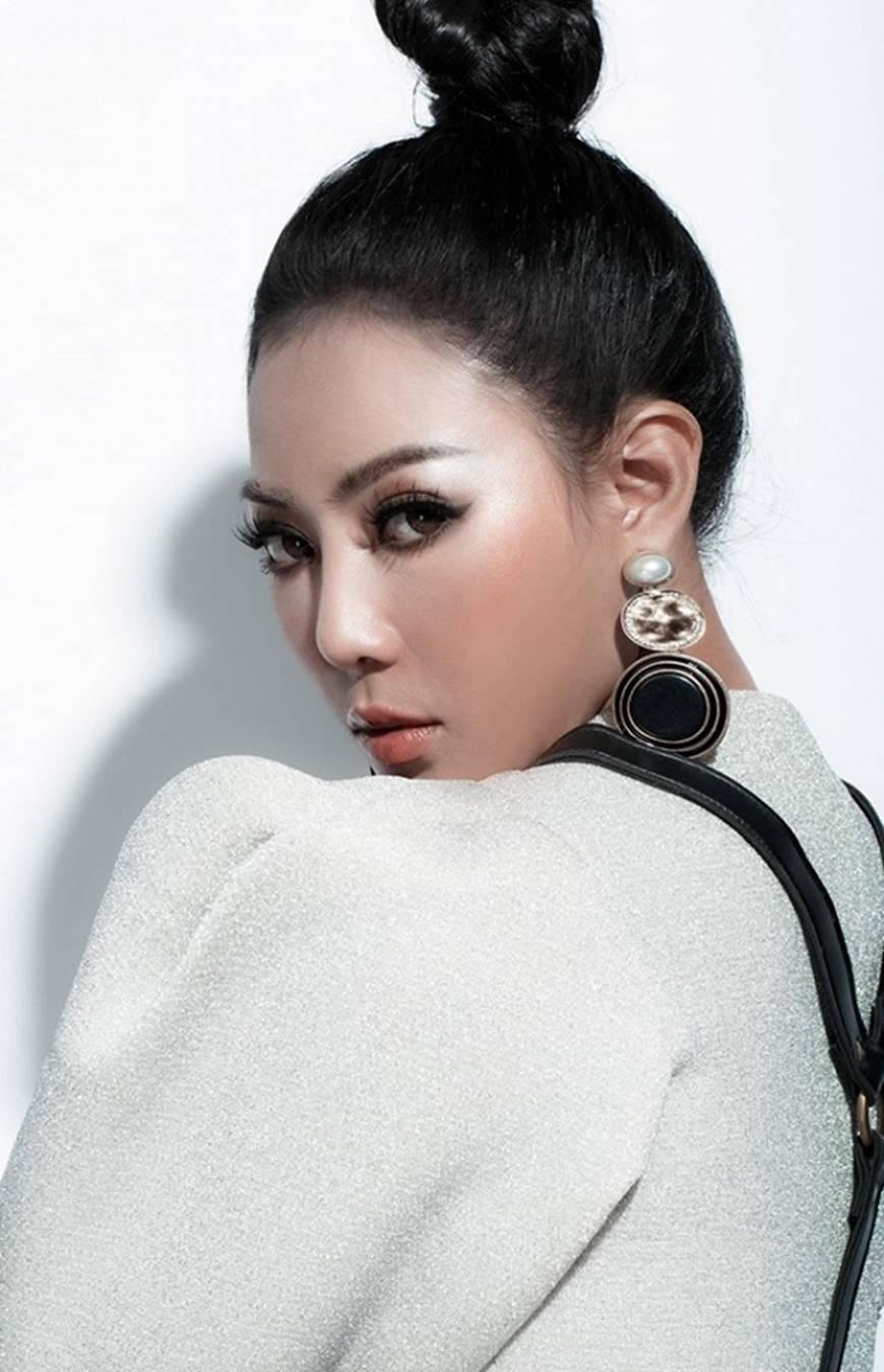 Thanh Hương lạ mắt khi chuyển đổi phong cách sang cô nàng cá tính, nổi loạn-5