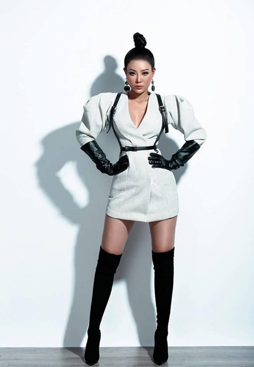 Thanh Hương lạ mắt khi chuyển đổi phong cách sang cô nàng cá tính, nổi loạn-6