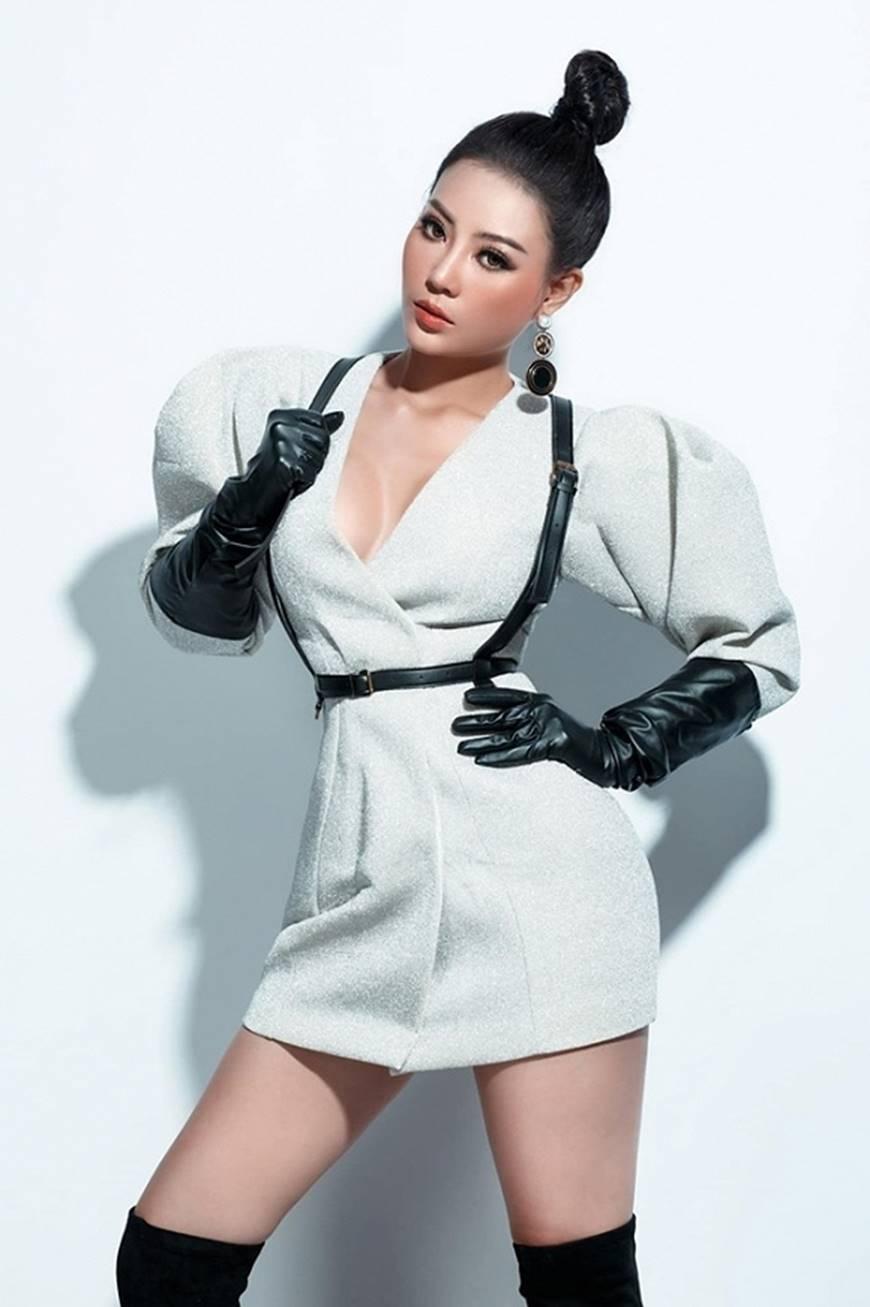 Thanh Hương lạ mắt khi chuyển đổi phong cách sang cô nàng cá tính, nổi loạn-7
