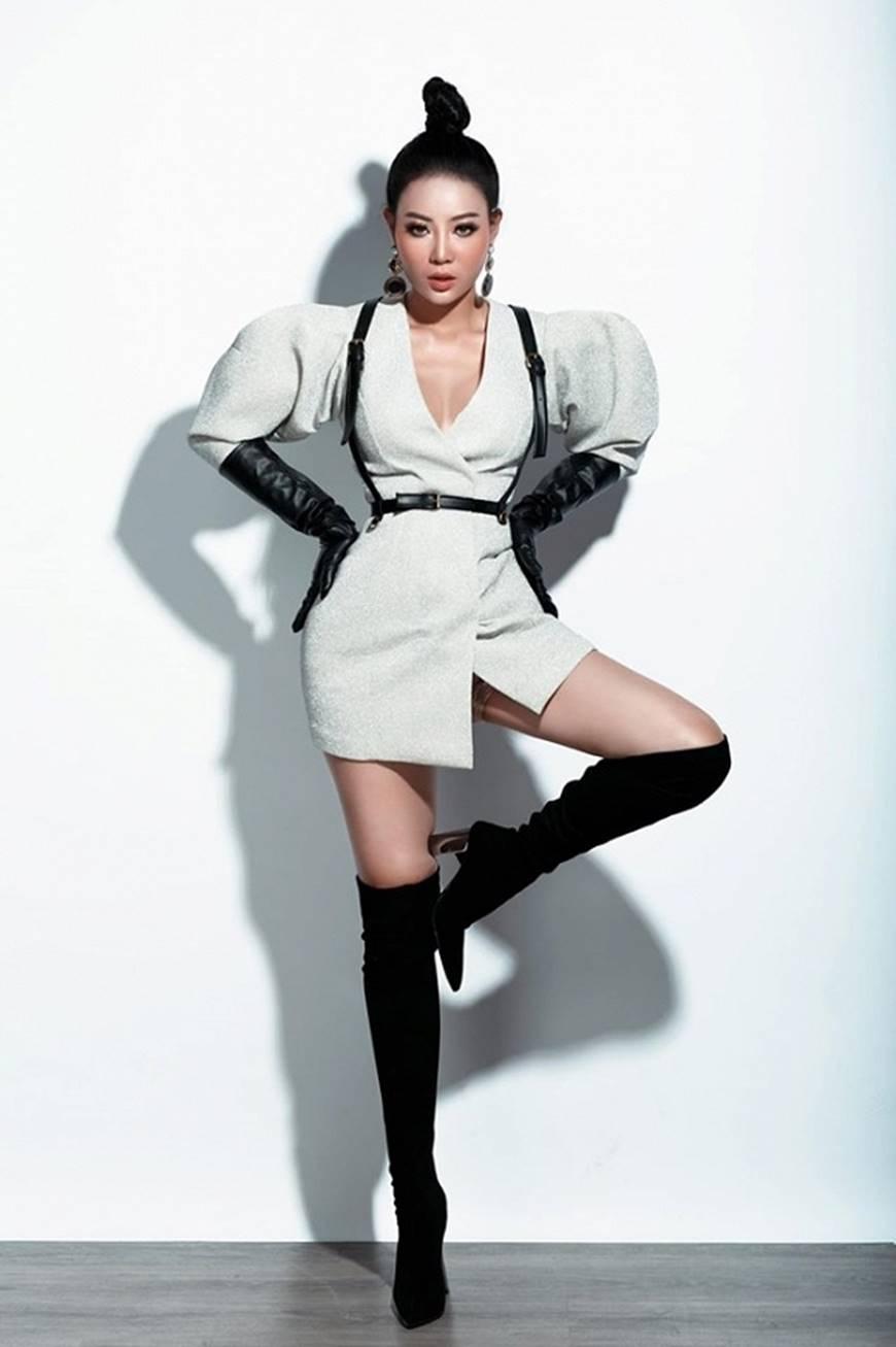 Thanh Hương lạ mắt khi chuyển đổi phong cách sang cô nàng cá tính, nổi loạn-11