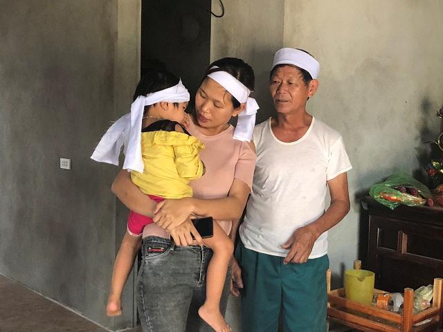 Bé gái 4 tuổi trong 6 tháng phải đội 3 vành khăn tang-3