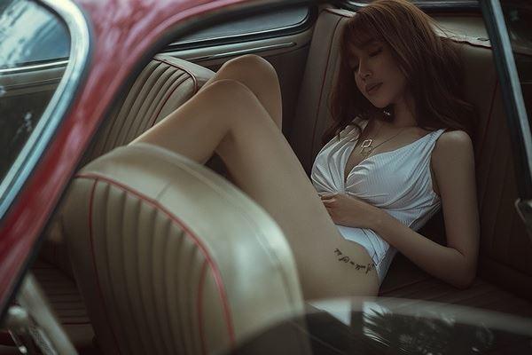 Elly Trần diện bodysuit hoá nữ tài xế nóng bỏng thiêu đốt mọi ánh nhìn-7