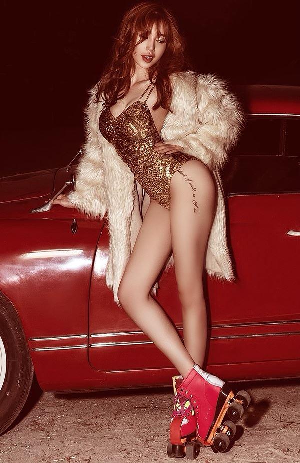 Elly Trần diện bodysuit hoá nữ tài xế nóng bỏng thiêu đốt mọi ánh nhìn-9