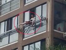 Sốc: Bất chấp tính mạng, bố buộc con gái vào giàn phơi ngoài ban công tầng 5 để phạt lỗi
