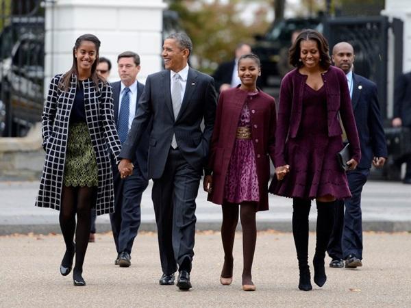 Hé lộ thu nhập khủng từ công việc ít ai biết tới của gia đình cựu Tổng thống Obama sau khi nghỉ hưu và cách tiêu tiền gây bất ngờ của họ-1