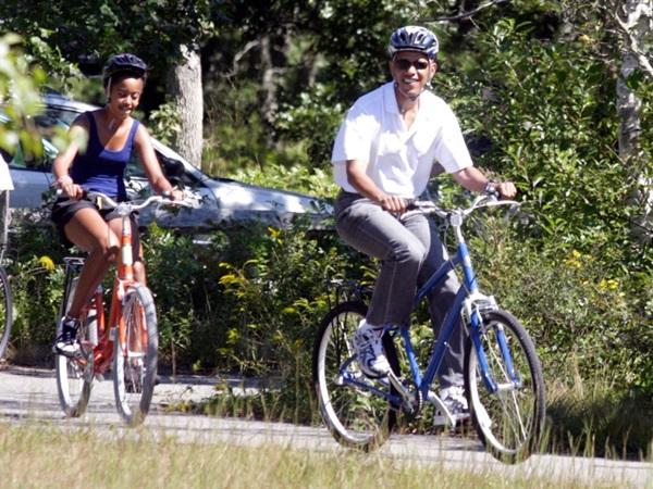 Hé lộ thu nhập khủng từ công việc ít ai biết tới của gia đình cựu Tổng thống Obama sau khi nghỉ hưu và cách tiêu tiền gây bất ngờ của họ-8
