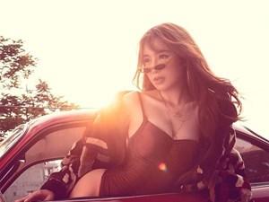 Elly Trần diện bodysuit hoá nữ tài xế nóng bỏng 'thiêu đốt' mọi ánh nhìn