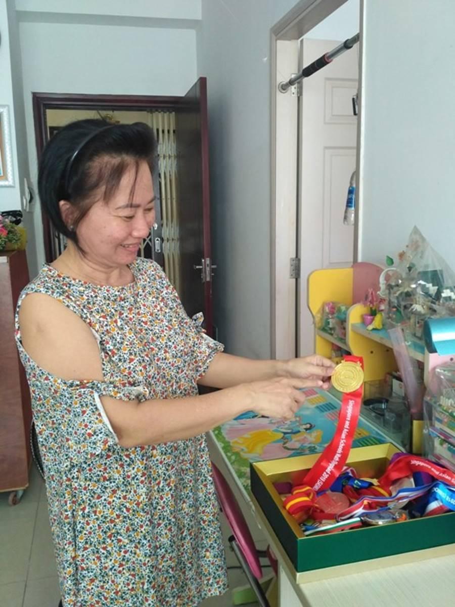 Mẹ mắc ung thư, nữ sinh Sài Gòn đậu 3 lớp chuyên thi vào 10-1