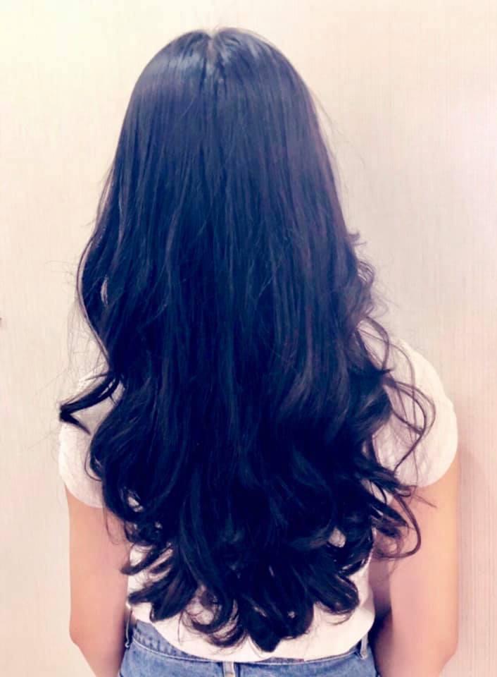 """Cô con gái lớn xinh như Hoa hậu của MC Quyền Linh gây trầm trồ khi tự cắt tóc và uốn xoăn đẹp chuẩn salon""""-3"""