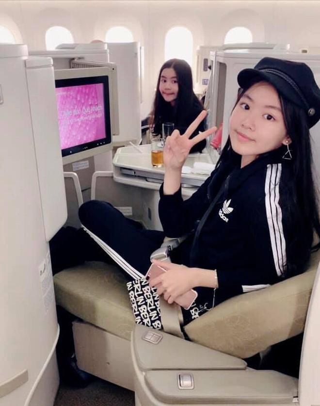 """Cô con gái lớn xinh như Hoa hậu của MC Quyền Linh gây trầm trồ khi tự cắt tóc và uốn xoăn đẹp chuẩn salon""""-5"""