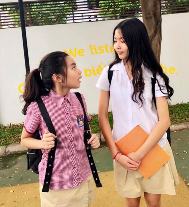"""Cô con gái lớn xinh như Hoa hậu của MC Quyền Linh gây trầm trồ khi tự cắt tóc và uốn xoăn đẹp chuẩn salon""""-6"""