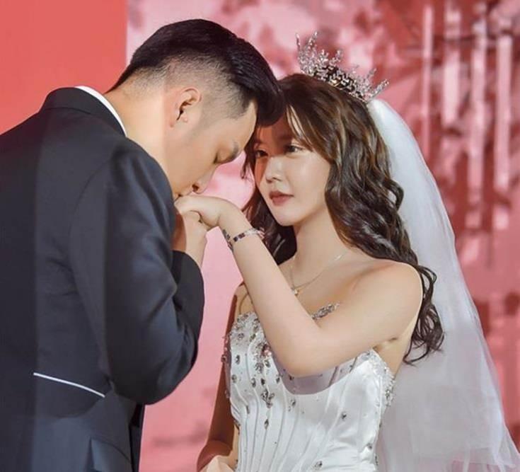 Dàn hot girl Trung Quốc lộ nhan sắc gây thất vọng khi tham dự đám cưới-2