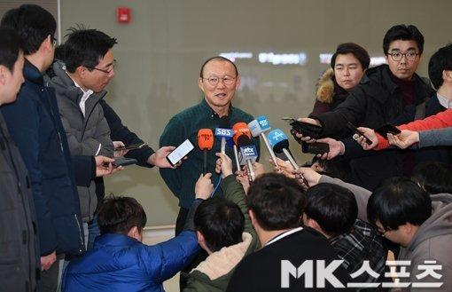 Thầy Park gia hạn hợp đồng, tiền Thái Lan không mua được-2