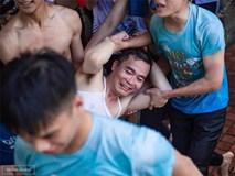 Khơi mào màn ném bóng nước với học sinh, thầy bí thư bị ném lại không trượt phát nào trong buổi học cuối cùng