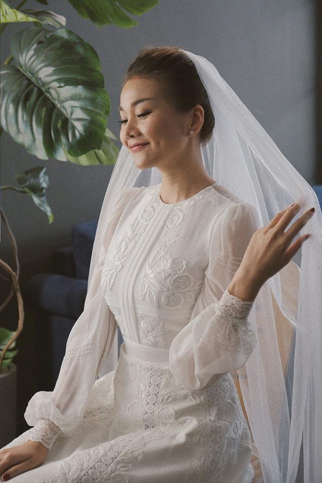 Thanh Hằng đăng ảnh mặc váy cưới, fan nghi Hà Anh Tuấn là chú rể-1