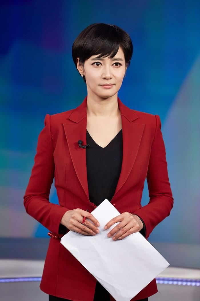 Khán giả giật mình khi nữ MC Hàn Quốc đột nhiên mặt trắng bệch, mồ hôi chảy đầm đìa khi đang dẫn chương trình trực tiếp-4