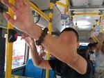 Vụ người đàn ông thủ dâm trên xe buýt số 01: Nữ sinh quá hoảng sợ nên công an đã cho về nhà-3