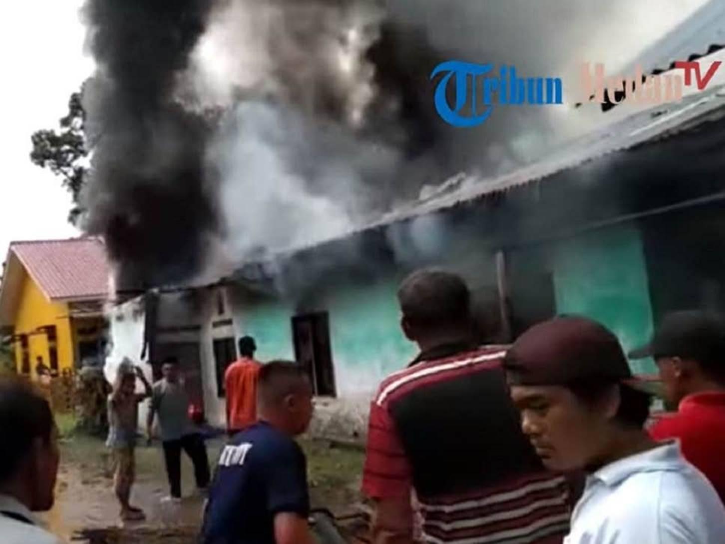 Nóng: Cháy xưởng sản xuất diêm ở Indonesia khiến ít nhất 30 người thiệt mạng, trong đó có 3 trẻ em, hiện trường hỏa hoạn gây ám ảnh-3