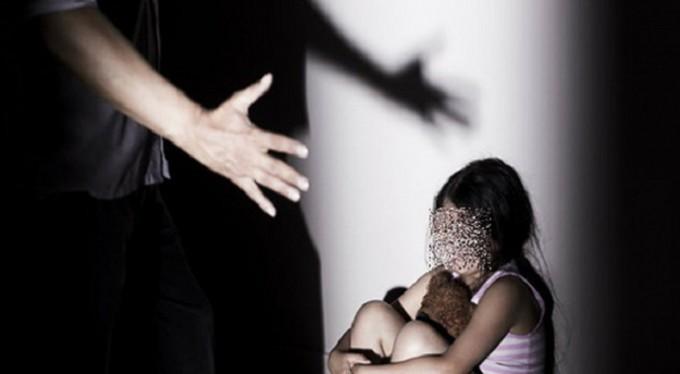 Tuổi thơ kinh hoàng của cô gái bị chính ông nội cưỡng hiếp năm 13 tuổi-1