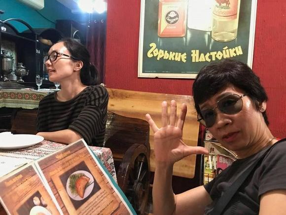 MC Lại Bắc Hải Đăng khoe ảnh hiếm hoi chụp cùng mẹ ruột nhân ngày Nhà báo-2