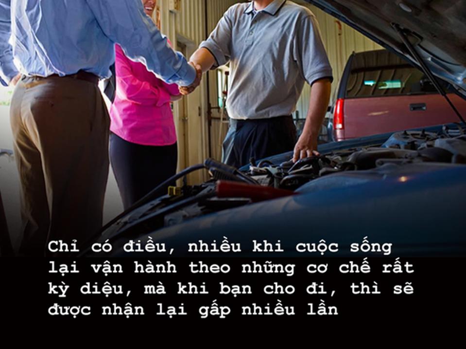 Đi phỏng vấn gặp người hỏng xe, người đàn ông có quyết định lạ đời và nhận kết cục như ý-3