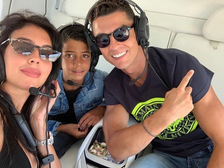 Chỉ vì một trò tiêu khiển bình thường, Ronaldo bỗng dưng trở thành đề tài đàm tiếu của cư dân mạng-2