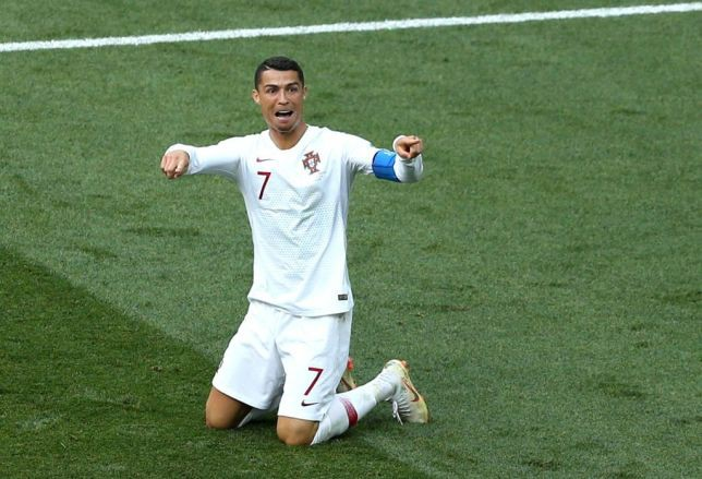 Chỉ vì một trò tiêu khiển bình thường, Ronaldo bỗng dưng trở thành đề tài đàm tiếu của cư dân mạng-5