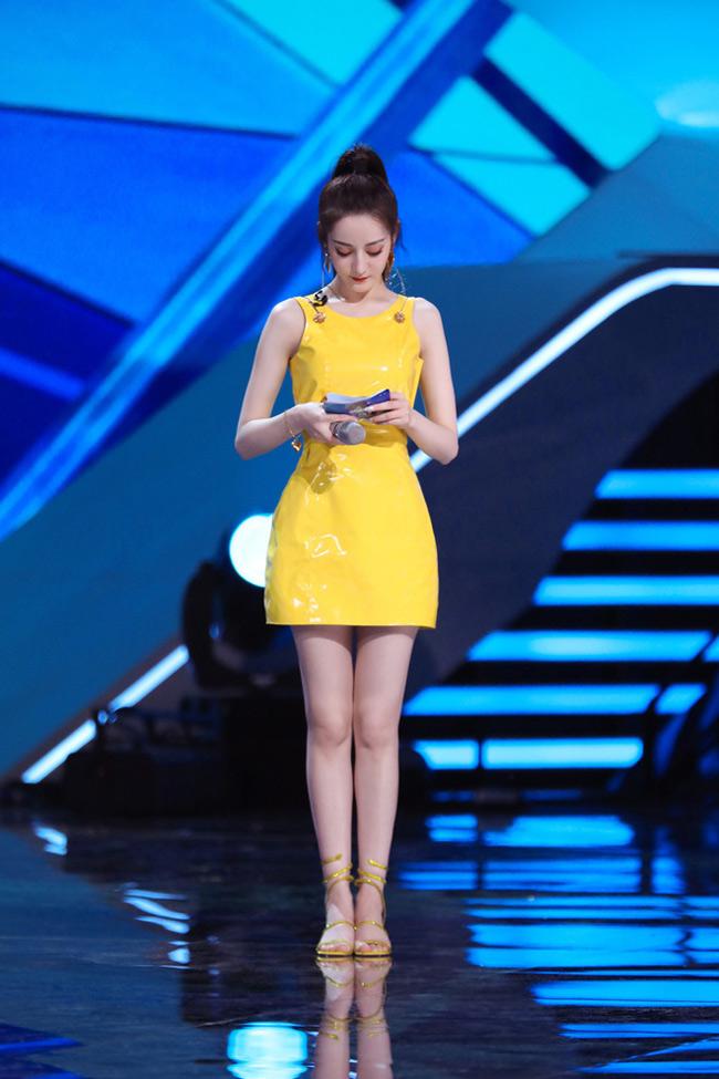 Mỹ nhân tộc người đẹp nhất Trung Quốc khoác gì lên người cũng gợi cảm mê hồn-2