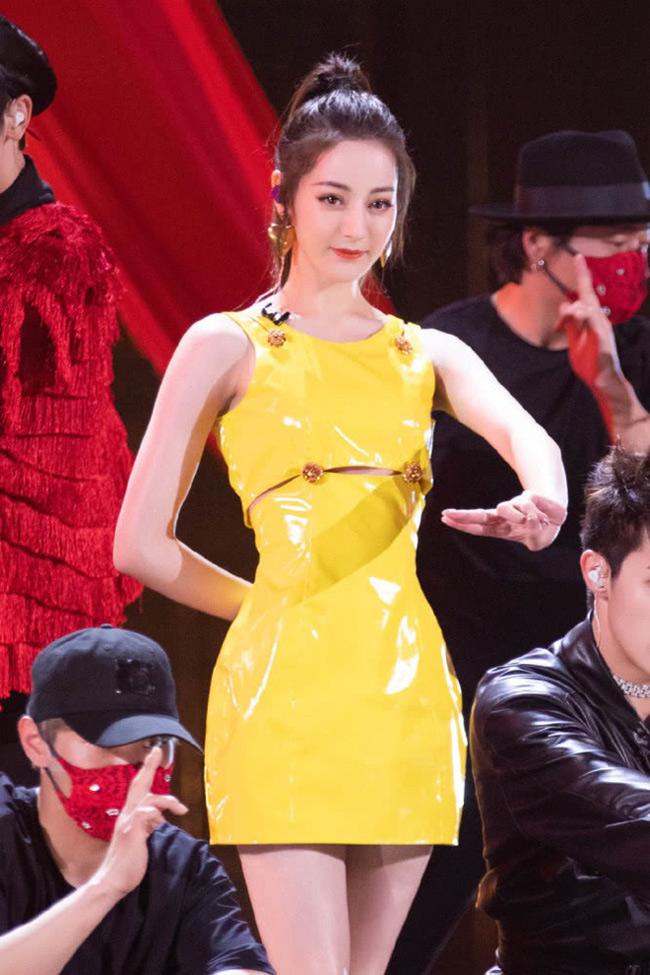 Mỹ nhân tộc người đẹp nhất Trung Quốc khoác gì lên người cũng gợi cảm mê hồn-3